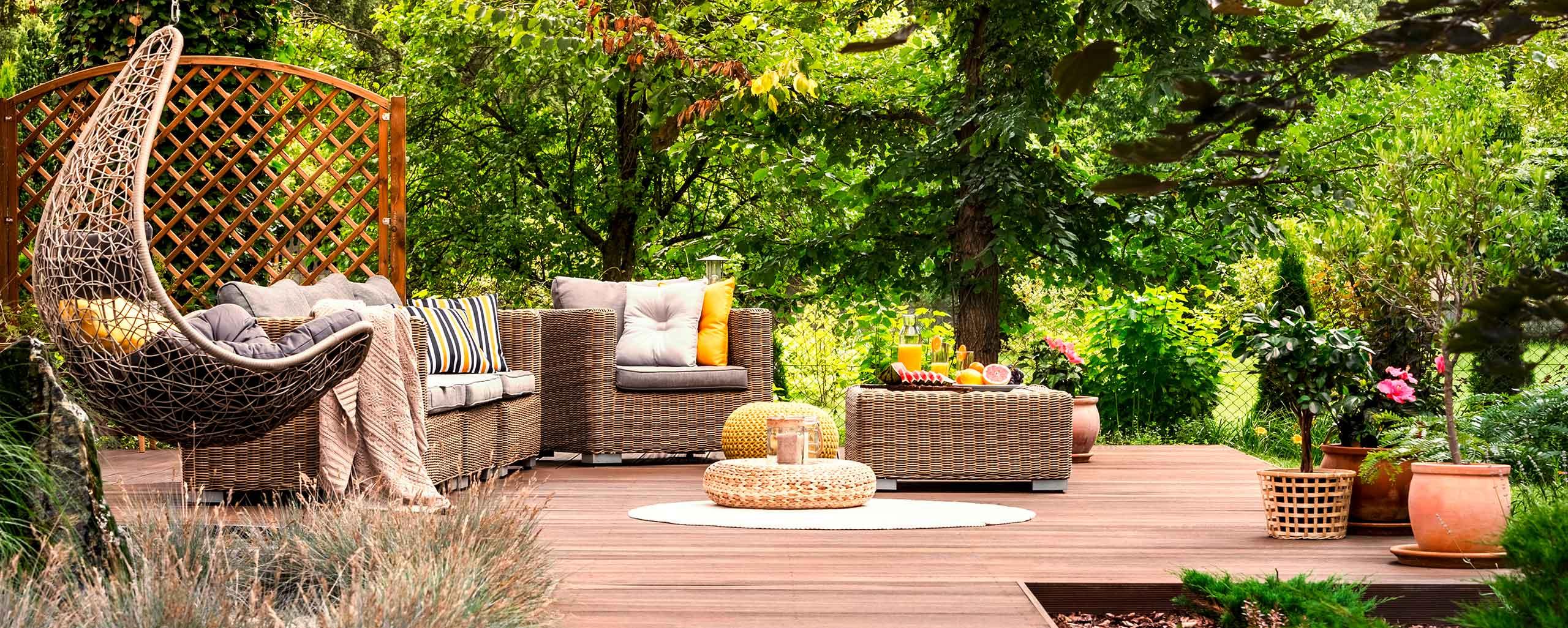 Holz im Garten und mit einer Terrasse von Tolle Angebote von BWE in Unterschleißheim.